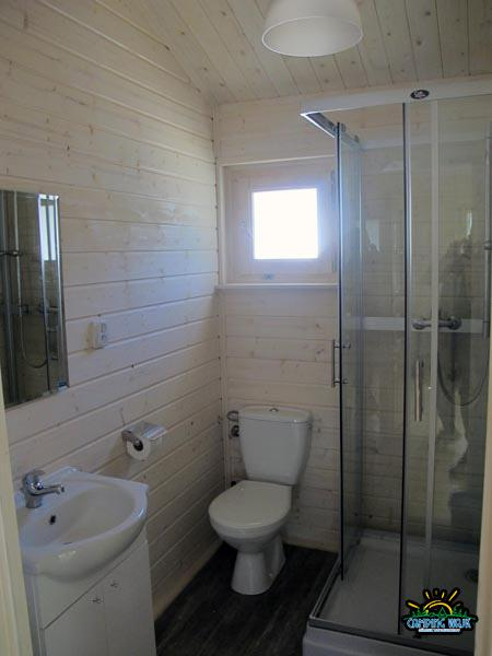 Łazienka domek biały